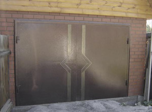 двери гаражные распашные железные